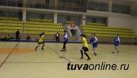 Айдана Ондар - лучшая нападающая по мини-футболу на турнире в Элисте
