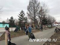 Все на субботник! Тысячи кызылчан приняли участие в первых акциях по уборке столицы Тувы от накопившегося мусора