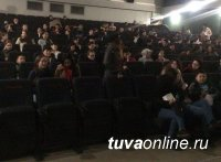 """Для волонтеров проекта """"Городская среда"""" организовали коллективный поход в кино"""