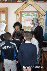 """Кызылские школьники сегодня прошли Суперквест """"Литературное зазеркалье"""""""