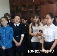 В День местного самоуправления школьники Кызыла побывали в Мэрии столицы