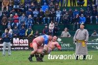 В Кызыле победителем международного турнира по борьбе хуреш с участием монгольских борцов стал «Сокол» Айдын Отчурчап (Тува)