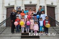 В Туве для детей сотрудников МВД, погибших при исполнении служебных обязанностей, организованы праздничные мероприятия