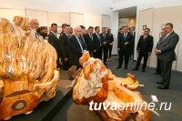 Творческие работы министра обороны России Сергея Шойгу представили на его родине в Туве
