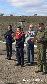 Глава Тувы в условиях острой конкуренции с силовиками стал лучшим в стрельбе из табельного пистолета