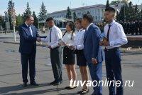 День России в Туве начался с подъема государственных флагов
