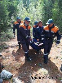 Спасатели Тувы вывезли из труднодоступной тайги  земляка, которому стало плохо, и оказали первую помощь
