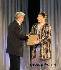 «Самые-самые»: кого из артистов и работников театра Тувы отметили по итогам сезона