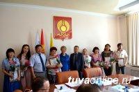 Депутаты Кызыла отметили самых активных жильцов, организовавших в своих дворах День Соседей