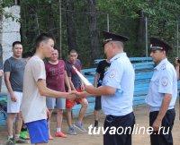 В Кызыле состоялась товарищеская встреча полицейских и абитуриентов по мини-футболу