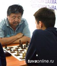 Команда шахматистов Кызыла выиграла в шахматном турнире на Наадыме живого барана