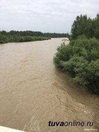 На территории Тувы в связи с ливневыми дождями до 30 июля действует режим повышенной готовности