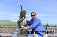 В Кызыл приехал легендарный монгольский борец Асашори Дагвадорж