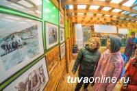 В Туве в День археолога открылась фотовыставка, посвященная 90-летию ученого Александра Грача