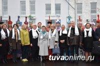 Сегодня в кызыльском аэропорту высадился десант руководителей сферы  образования Сибири