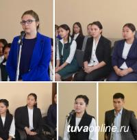 12 молодых специалистов пройдут стажировку в правительстве Тувы