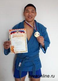 Первую медаль на Всероссийском фестивале студенческого спорта  принес сборной ТувГУ самбист Шолбан Куулар