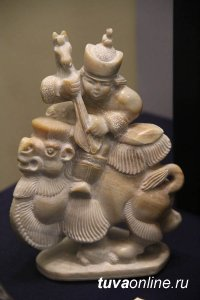 Омичи увидели шедевры из камня, выполненные тувинскими мастерами
