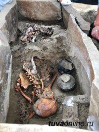 Петербургские археологи показали «дамскую косметичку» тувинской мумии
