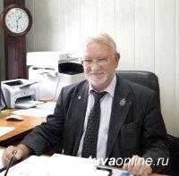 Почетный гражданин Кызыла Владимир Лебедев принимает поздравления с Днем рождения