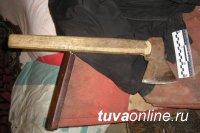 Житель Тувы из ревности забил супругу топором и металлическим прутом
