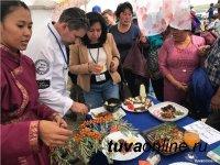 Мастер-классы для поваров кафе и ресторанов Тувы проводит вице-президент Сибирской федерации рестораторов и отельеров Николай Ильин