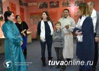 Родные легендарного дирижера страны Валерия Халилова гостят в Туве