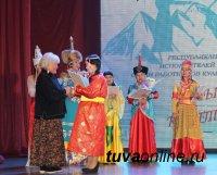 Аким Монгуш из Кызылского кожууна – лучший исполнитель народных песен