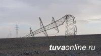 В приграничном с Тувой городе Улангом (Монголия) ураганный ветер сбил металлические опоры электролинии