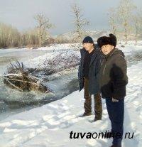 Толщина льда на реке Хемчик составляет 7 см