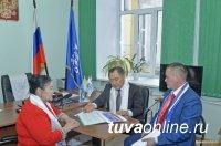 «Единая Россия» ежегодно отмечает свой день рождения приемом граждан