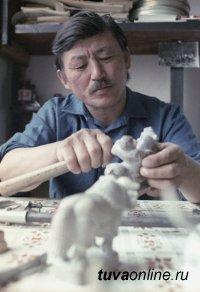 В Туве поздравления с Днем рождения принимает первый Народный художник России Дондук Дойбухаа