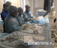 В Туве впервые провели высокотехнологичную операцию по удалению тромба из закупоренной крупной артерии головного мозга