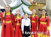 Тана Соруктуг солистка хора из 500 юных певцов из всех уголков России