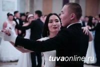 Лучшим выпускником Тувинского госуниверситета признана Олча Монгуш