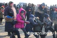 Тува: Мэр столицы в день Шагаа прибыл на левобережные дачи верхом на лошади