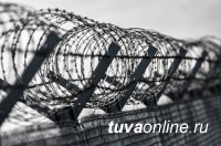 Кызыл: Задержаны двое мужчин, пытавшиеся забросить на территорию колонии два свертка с наркотиками