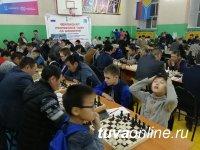Самому младшему участнику Чемпионата Тувы по шахматам - 6 лет, старшему - 89