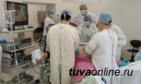 Бригада хирургов во главе с Орланом Ооржаком в 20 раз уменьшила желудок пациенту
