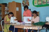 В Туве пациенты Наркодиспансера обучаются кройке и шитью