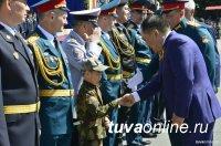 Глава Тувы поздравил с Днем защитника Отечества