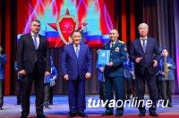 Глава Тувы вручил государственные награды в честь Дня защитника Отечества