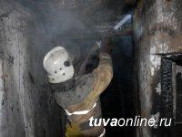 На пожаре в Хову-Аксы (Тува) пострадали от угарного газа малолетние дети
