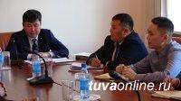 Мэр Кызыла Карим Сагаан-оол обсудил с педагогами-мужчинами школ города вопросы профилактики правонарушений среди школьников