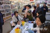 Кызыл: Медики предложили всем желающим в ТЦ проверить содержание сахара и холестерина в крови