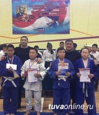 В Кызыле проведен турнир по дзюдо памяти комиссара эскадрона тувинских добровольцев Монгуша Байсклана