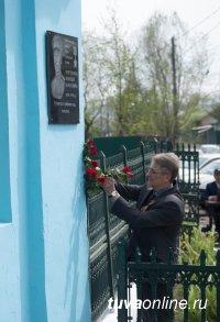 Кызыл: На улице имени Героя Советского Союза Хомушку Чургуй-оола установлена мемориальная доска