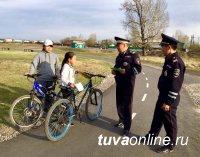 Сотрудники Госавтоинспекции Кызылского района напомнили юным велосипедистам основы безопасного вождения