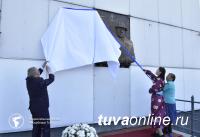 В Туве установлен горельеф первому директору тувинского музея Владимиру Петровичу Ермолаеву