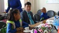 Мэр Кызыла и сотрудники Мэрии поздравили с Днем защиты детей многодетные семьи